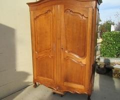 Armoire en chêne de style Louis XV,vendu