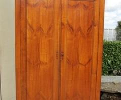 Ancienne armoire en merisier,vendu