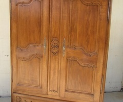 Belle armoire-lingère-penderie en chêne , réservée