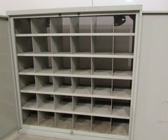 1-Petite armoire métallique industrielle