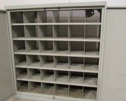 1-Petite armoire métallique industrielle , PROMO : 80 euros