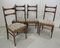4 chaises légères et élégantes