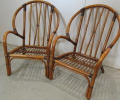 Paire de fauteuils en rotin et cuir