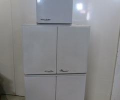 3 meubles métalliques à suspendre , réservés