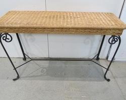 Table console fer forgé et rotin tressé