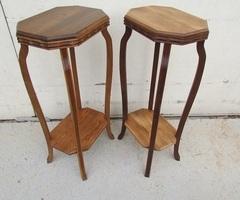Paire de tables d'appoint , sellette en divers bois ,vendu