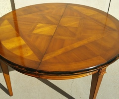 Belle table ronde 140 cm de diamètre , merisier