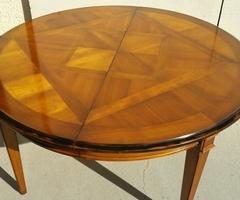 Belle table ronde 140 cm de diamètre , merisier ,vendu