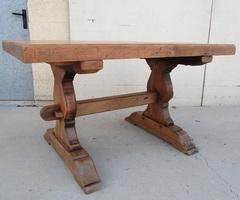 Belle table monastère ancienne