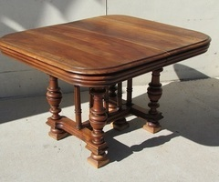 Table extensible jusqu'à 14 personnes , en noyer , 1900 ,vendu