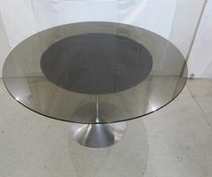 Jolie table ronde, pied tulipe, style Knoll, très Design ,vendu