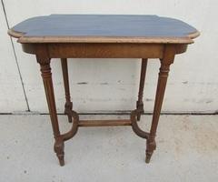 Table d'écriture , table d'appoint en noyer