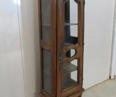 Petite vitrine ancienne en noyer