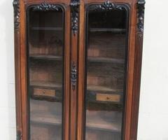 Bibliothèque , armoire vitrée Empire , noyer et bois noirci, vendue