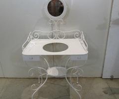 Coiffeuse vintage , table de toilette romantique , vendue