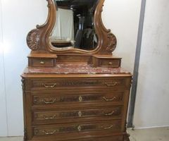 Très belle et majestueuse commode-coiffeuse