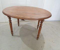 Table ovale à abattant en chêne ; vendu