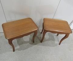 2 petites tables basses, bancs, repose-pieds , vendu