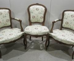 Deux fauteuils cabriolet et une chaise Louis XV ,vendu