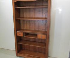 Grande bibliothèque ouverte contemporaine ,vendu