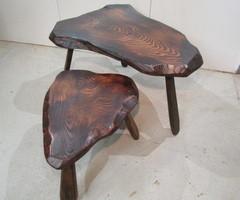 Petite table rustique en bois noirci