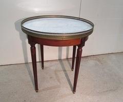 Petit guéridon de style Louis XVI , vendu