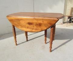 Table de salle à manger à abattant et ouvrante ,6 pieds chapelets ,vendu