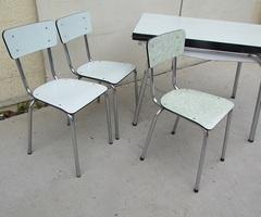 Table et 3 chaises en formica, vert d'eau