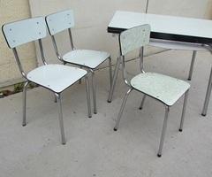 Table et 3 chaises en formica, vert d'eau , vendu