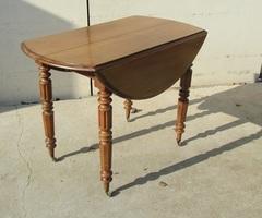 Petite table de salle à manger à abattant , ouvrante sur roulettes , vendu