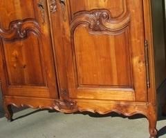 Belle armoire penderie lingère en merisier de style Louis XV
