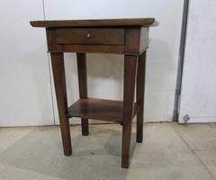 Petite table , table d'écriture , chevet , meuble d'entrée , vendu