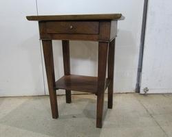 Petite table , table d'écriture , chevet , meuble d'entrée