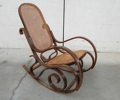 Rocking-chair , bois courbé et cannage
