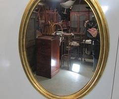 Grand miroir ovale en bois doré : vendu