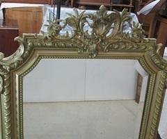 Miroir en bois et stuc doré, en parfait état , vendu
