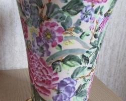 Paire de vases en céramique fleurie