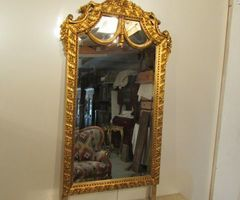 Miroir doré, drapé ;vendu