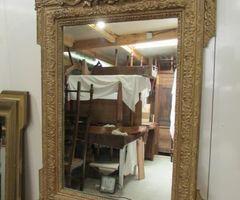 Petit miroir doré à fronton ,vendu