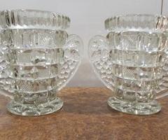 Deux vases à oreilles en verre ,vendu