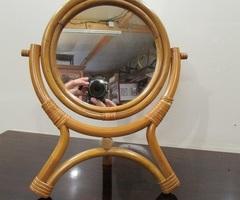 Petit miroir pivotant sur pied ,vendu