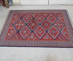 Magnifique tapis aux couleurs chaudes, vendu