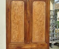Grande armoire lingère Louis Philippe en noyer et loupe