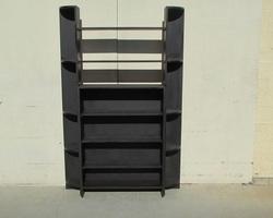 Bibliothèque ouverte , bibus en bois teinté noir