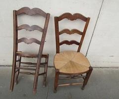 Lot de 3 chaises rustiques en très bon état