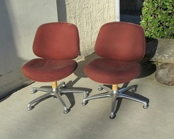 Paire de chaises pivotantes de salon séventies