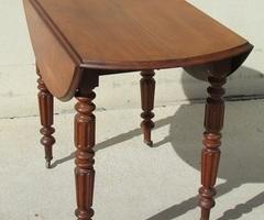 Petite table à volets , ouvrante, pieds parapluie , en acajou , vendu