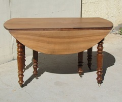 Table ancienne à rabats , extensible , en noyer