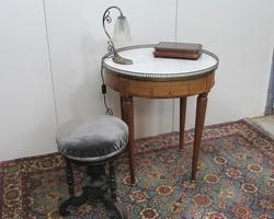 Table bouillotte de style Louis XVI , vendue