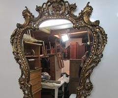 Miroir violoné en bronze doré, Vendu